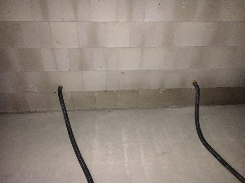 Kernbohrung in der Haustrennwand zur Bautrocknung